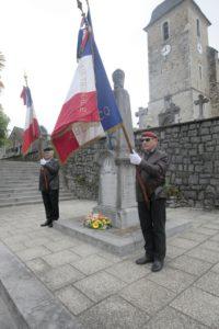 Monument aux morts Rébénacq, commémoration du 8 mai 2018, MM. Delphin Sanz et Gérard Nédélec.